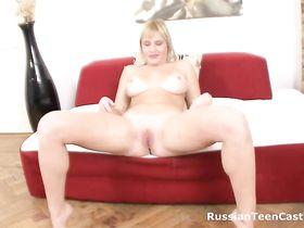 Трахает Блондинку С Бритой Пиздой Порно Видео